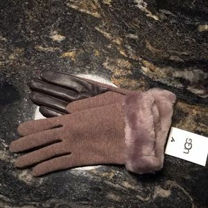 Ugg two toned gloves